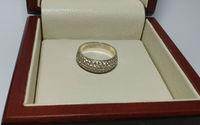 Кольцо женское с рассыпью камней