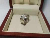 Широкое женское кольцо с узором