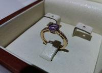 Кольцо для помолвки красивым камнем