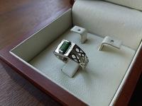Красивое мужское кольцо с камнями