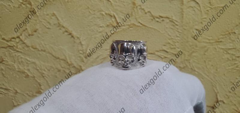Кольцо с черепами