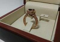 Женское золотое кольцо с крупным камнем гранат