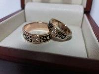 Оригинальные обручальные кольца с эмалью