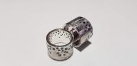 Широкие обручальные кольца с текстурой и камнями