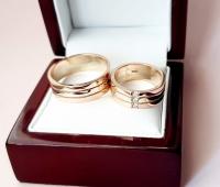 Широкие обручальные кольца с красного и белого золота
