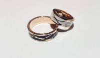 Красивые обручальные кольца с черной и белой эмалью