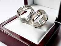 Обручальные кольца с черными камнями