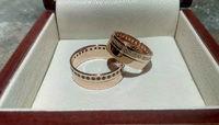 Широкие обручальные кольца с камнями